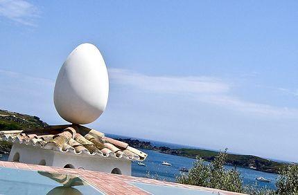 L'oeuf de Dali dans la crique de Port Lligat