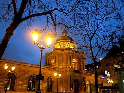 Le Senat Nuit Palais Du Luxembourg Senat Jardin Du Luxembourg 6eme Arrondissement Paris Routard Com