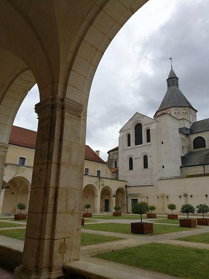Le cloître du prieuré de La Charité