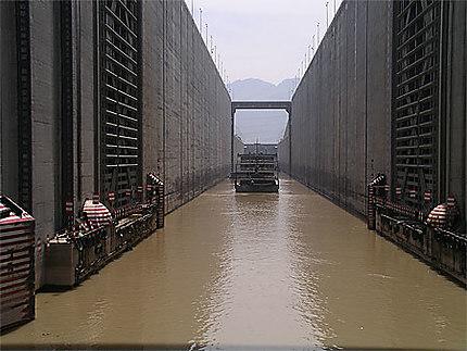 Ecluse du barrage des 3 gorges, sur le Yang Tseu