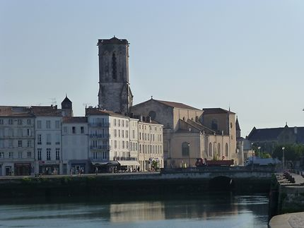 Église en fond du port, La Rochelle