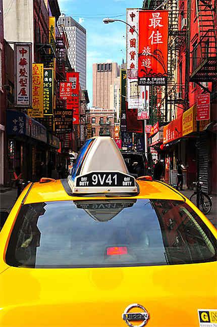 Un taxi entre dans Chinatown