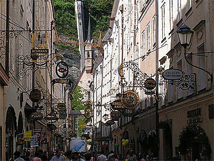 Salzbourg rue principale aux enseignes