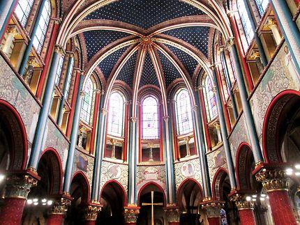 Au cœur de l' église Saint Germain des Prés