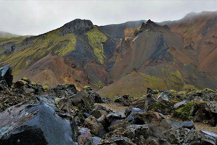 Roches diverses dans le Landmannalaugar