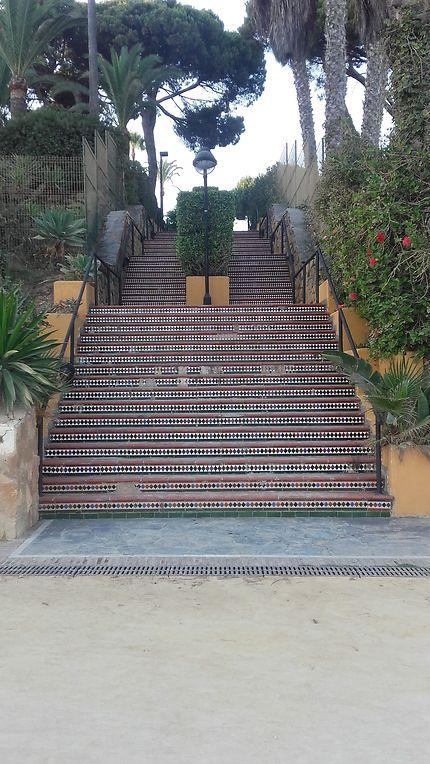 Escalier débouchant sur la promenade maritime