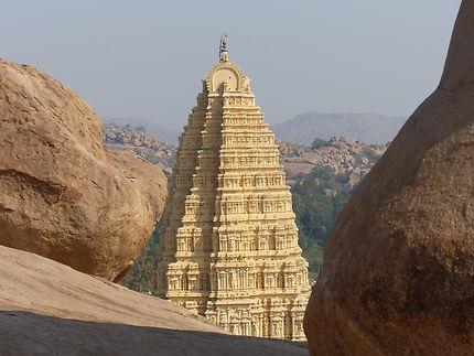 Gopuram du temple de Virupaksha à Hampi