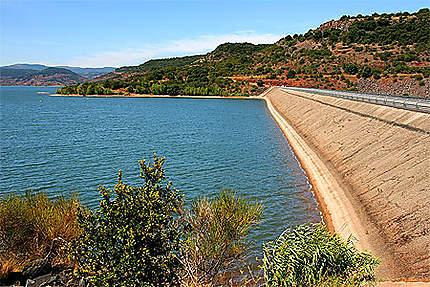 Le barrage du Lac de Salagou