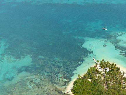 Eau turquoise et plage de sable fin