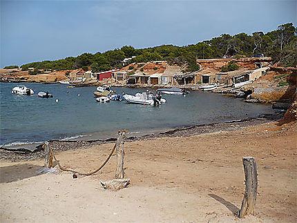 Une petite plage bien sympathique, au bout d'un chemin
