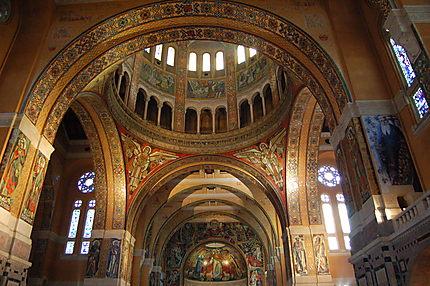 Intérieur de la basilique sainte-Thérèse