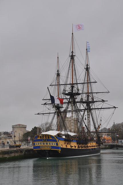 L'Hermione dans le port de La Rochelle