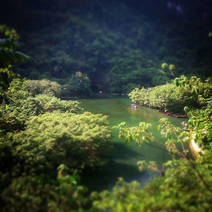 Dans les environs de Tranga caves, Vietnam