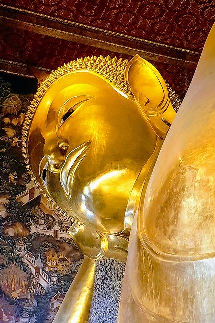 Bouddha sur son lit de mort