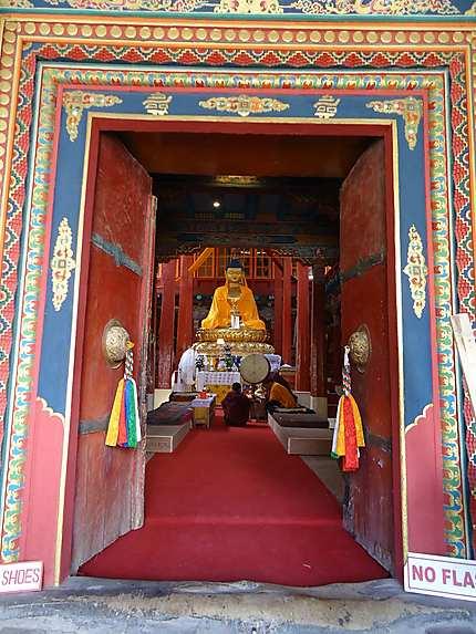 L'entrée du temple de Bouddha