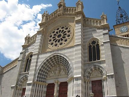 Cathédrale dite église Notre-Dame-du-Bourg