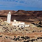 Mosquée dont le minaret est incliné vers La Mecque