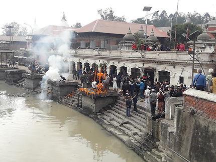 Funérailles à Pashupatinath