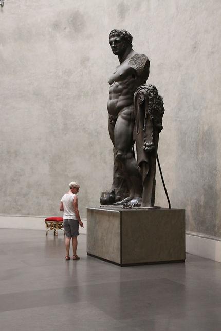 Statue colossale d'Héraclès, à Parme