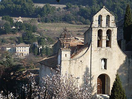 Eglise de Vénasque au printemps