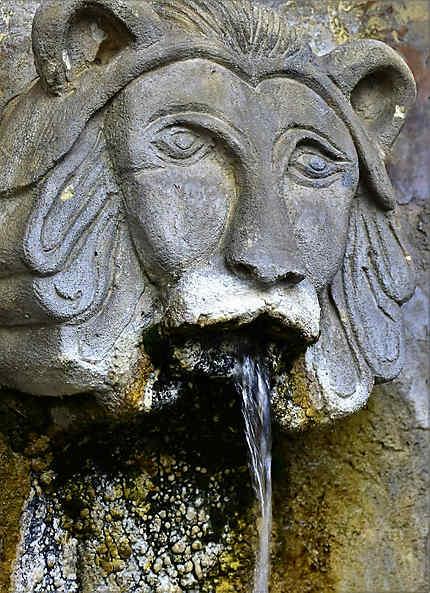 Une fontaine à Taulignan