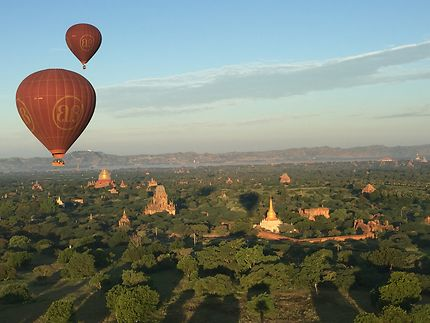 Vol au dessus des pagodes