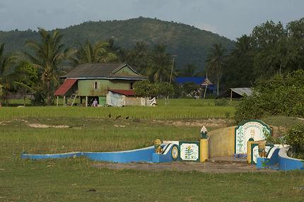 Tombe près de Kep