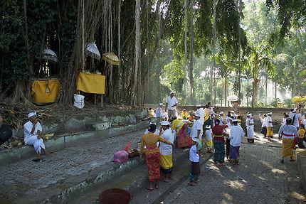Cérémonie au temple de Bedulu