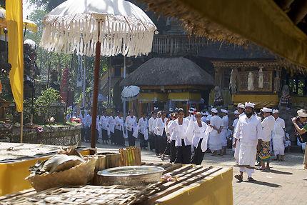 Danse dans le temple de Bedulu
