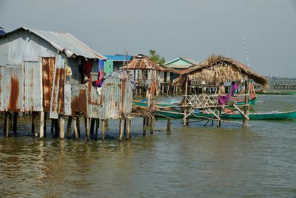 Village lacustre près de Kep
