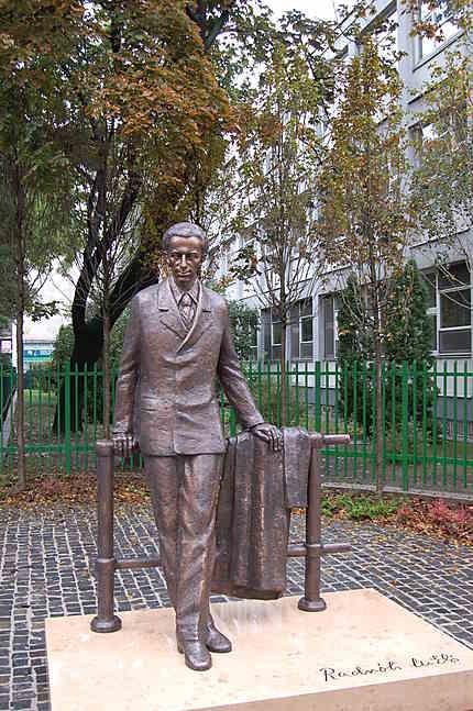 Nouvelle statue de Miklos Radnoti