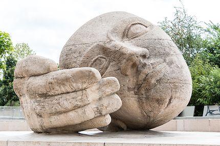 Écoute, sculpture de Henri de Miller (1986)