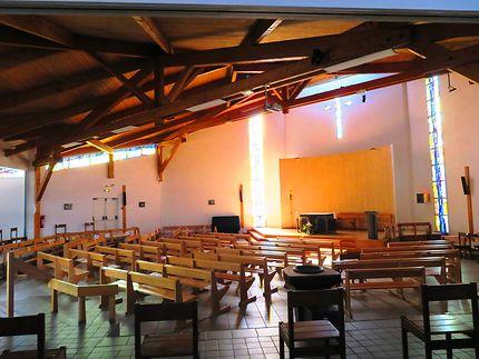 Nef et Intérieur de l'Église Saint Pierre du Lac