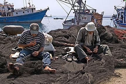 Ravaudage des filets au port d'Alger