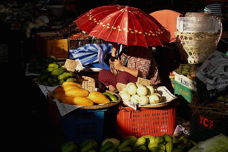Rayon de soleil au marché de Mae Saï, Thaïlande