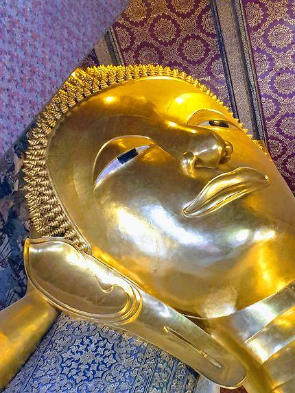 Visage rayonnant du Bouddha