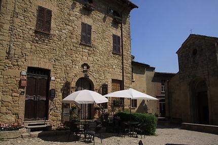 Château de Vigoleno, cour intérieure