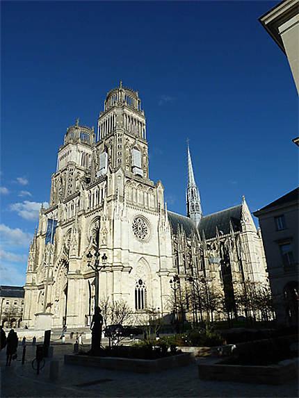 Cathédrale sous un ciel pur