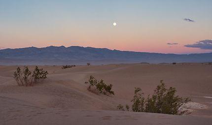 Coucher du soleil sur les dunes de la Death Valley