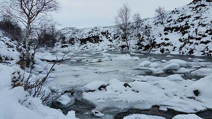50 nuances de blancs, rivière Etive en Écosse