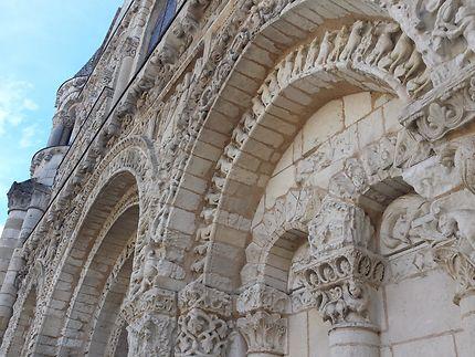 Facade de l'eglise Notre-Dame à Poitiers