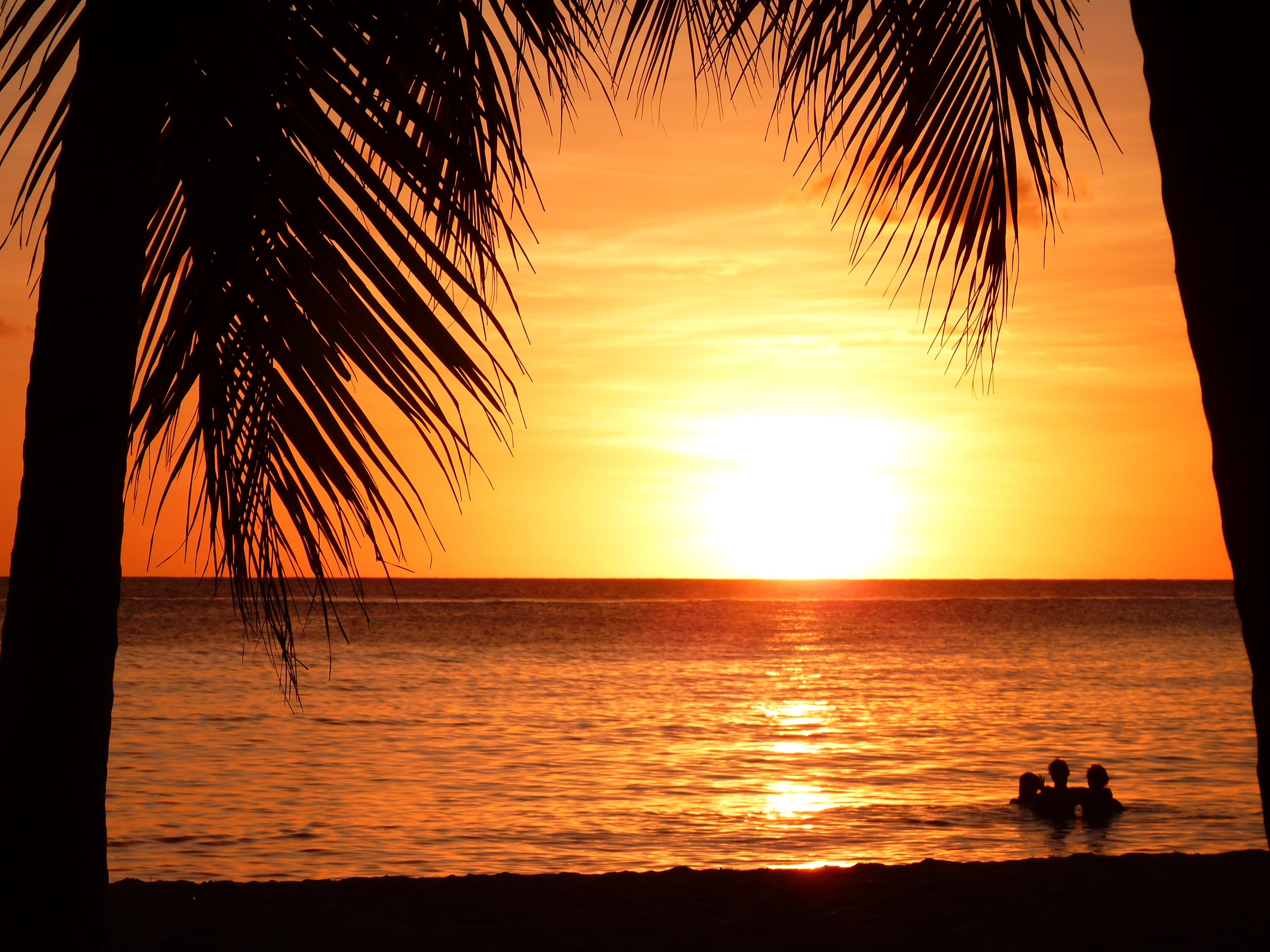 Coucher de soleil aux salines plages mer coucher de soleil les salines pointe sud - Photos coucher de soleil ...
