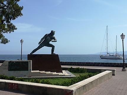 Monument sur le font de mer