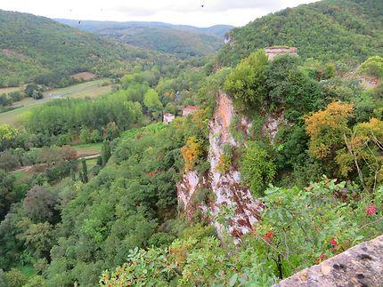 Vue des remparts à flan de montagne