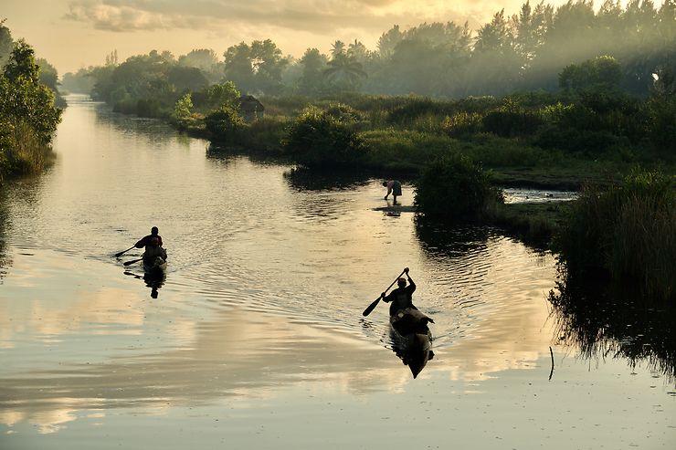 Balade sur les canaux de Manakara, Madagascar, par douz