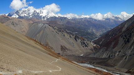 Route vue depuis le Tilicho Lake (4919m)