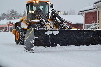 Chasse-neige à Rovaniemi, Laponie finlandaise