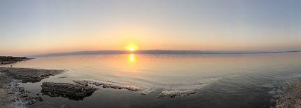 Sur les berges de la mer Morte
