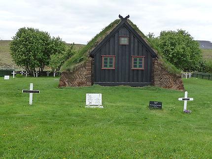 Une petite église et son cimetière