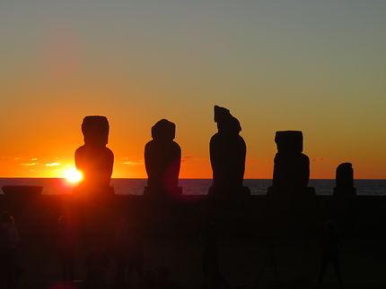 Couché de soleil sur l'Ahu Tahai